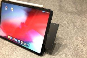 iPad Proで充電+イヤホンの同時利用ができる神ガジェット②:実際に装着してみた