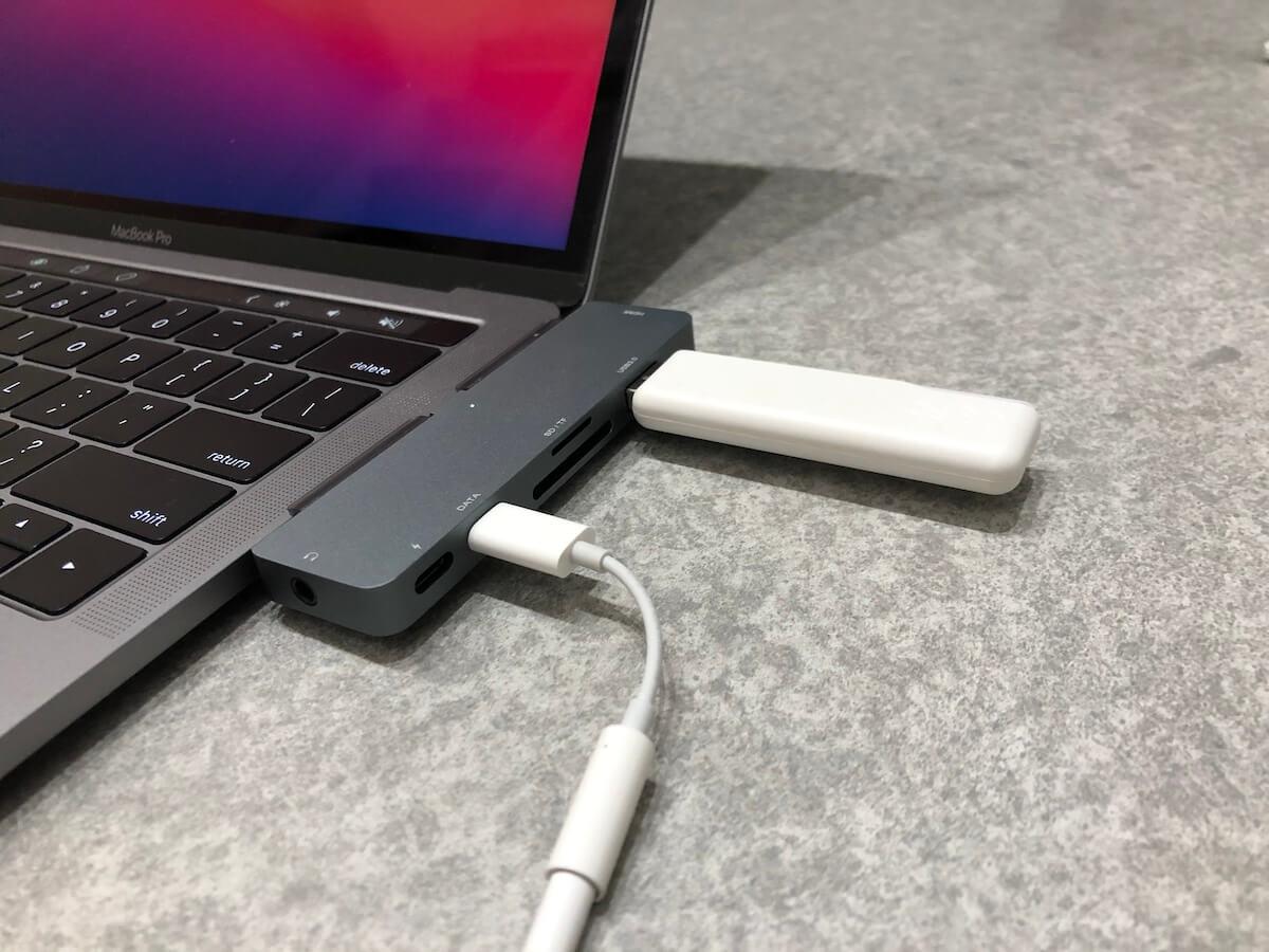 iPad Proで充電+イヤホンの同時利用ができる神ガジェットはMacBookProでも使える汎用性の高さも魅力